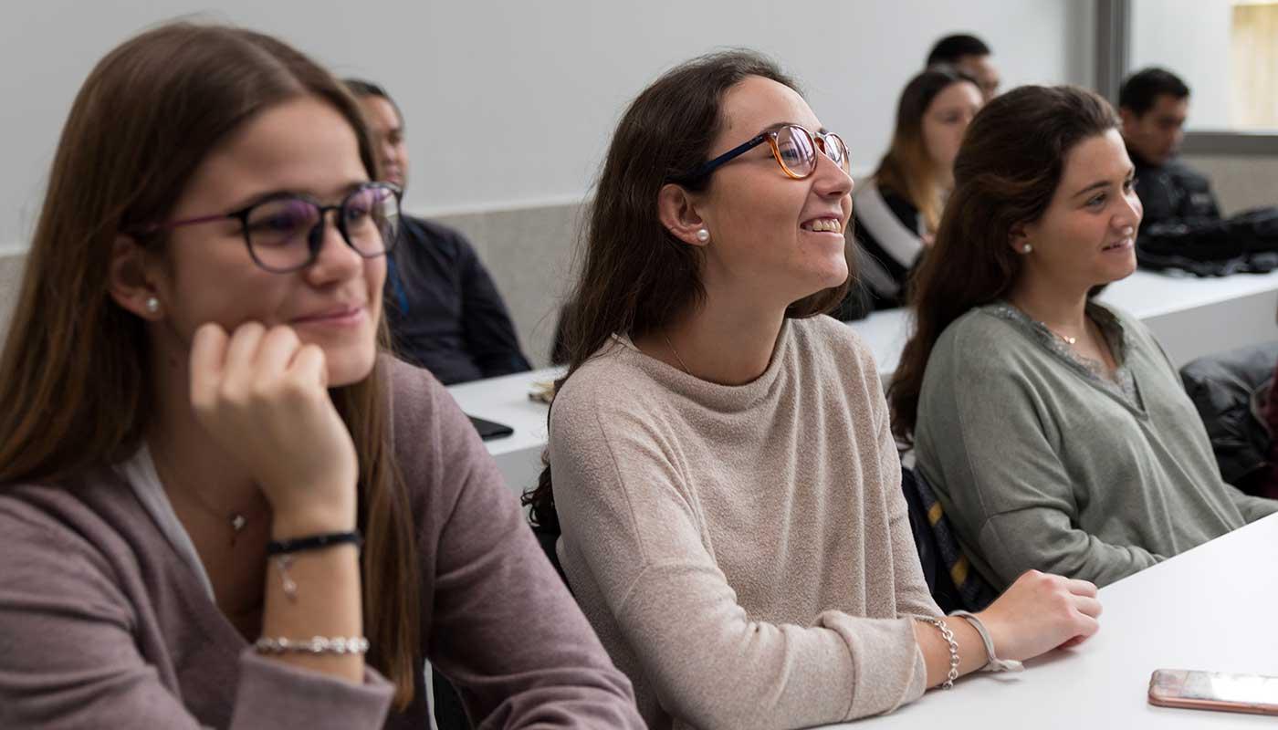 bienvenida-curso-alumni-college